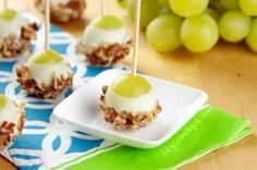 Here& an appetizer and/or dessert idea from Miss CandiQuikthat will definitely get your guests talking. These Grape Poppers are bite-sized snacks are that are super easy to make and are a little different from your average popper. These snacks Good Food, Yummy Food, Tasty, Comidas Light, Appetizer Recipes, Appetizers, Dessert Recipes, Poppers Recipe, Caramel Apples