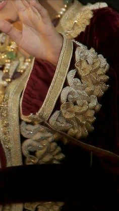 Zouak maallem Zardosi Embroidery, Embroidery Works, Couture Embroidery, Gold Embroidery, Embroidery Designs, Love Couture, Couture Details, Velvet Dress Designs, Caftan Gallery