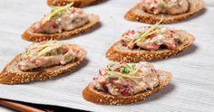 Μπρουσκέτες με πολύσπορο ψωμί και καβουροσαλάτα