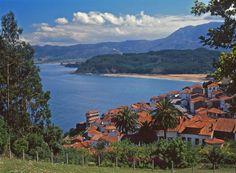 El pueblo de #Lastres ha sido declarado recientemente uno de los pueblos más bonitos de #España  #Asturiasdecerca pic.twitter.com/Fsybh9HIHk
