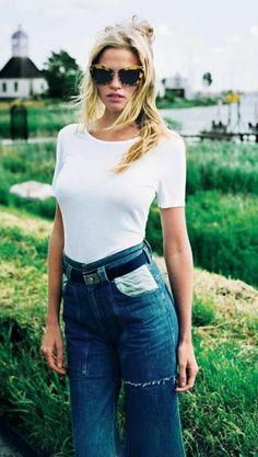 Lara Stone in high-waisted jeans #style #fashion #denim