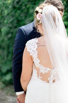 Winnipeg and Toronto Wedding Photographer Keila Marie Photography | Bride and groom poses