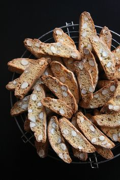 cantuccini Veggie Recipes, Sweet Recipes, Cookie Recipes, Veggie Food, Italian Biscuits, Desserts With Biscuits, Biscuit Cookies, Party Desserts, Food Gifts