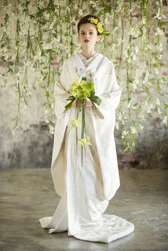 Your wedding day one of the most imoprtant days of your life. Colored Wedding Dresses, Wedding Bouquets, Japanese Wedding Kimono, Wedding Hair Half, Traditional Wedding Dresses, European Wedding, Japanese Outfits, Kimono Dress, Kimono Fashion