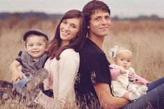 Family Photo Ideas- family of 4  perfect   for getting everyone together but not so posed
