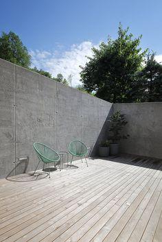 Haus DB Klaus — ARCHITEKTUR Jürgen Hagspiel Concrete Architecture, Concrete Wood, House On A Hill, Cabana, Villa, Patio, House Ideas, Houses, Outdoor Decor