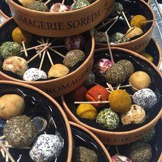 Lekker nyhet på vei: Brochettes micro bouchèes  #oluflorentzen #chevre #delikatesse #frydforøyet #frydforganen #gressmesse #norgesvaremesse #nyhet #mat #ost av oluf_lorentzen http://ift.tt/1OzeEak