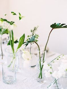 This flower arrangement is perfect for a minimalist wedding.
