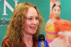 来自俄罗斯的Maria Mokhova是钢琴和管风琴家,曾多次在国际管风琴比赛中获奖。3月15日她欣赏了在法兰克福世纪大厅的神韵演出,这是她第二次观看神韵。  - 欧洲