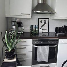 Corner of my kitchen #dekolehtikeittiö #keittiössä #keittiö #kitchen #kök #küche #myhome #instahome #etuovisisustus #instakodit #inspiroivakoti #omakoti #hemmahosmig #inredningsinspiration #inredning #zuhause #wohninspo #instawonen #scandinavischwonen #skandinaavinenkoti #scandinavianhome #nordichome #interior123 #interior4all #onlyinterior