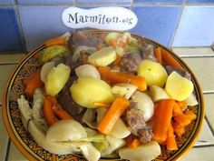 viande, carotte, pomme de terre, poireau, navet, chou, oignon, ail, bouquet garni, gros sel