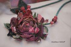 Купить Подвеска - браслет ,, Бургундская роза,, - зеленый, браслет, комплект украшений, весна Bead Embroidery Jewelry, Beaded Embroidery, Beaded Jewelry, Beaded Necklace, Beaded Bracelets, Seed Bead Flowers, Beaded Flowers, Floral Necklace, Beaded Brooch