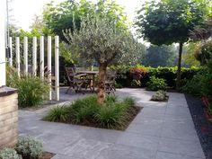 Kleine moderne sfeervolle achtertuin - Van Jaarsveld Tuinen