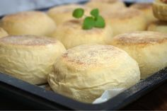 Enkla English Muffins Piece Of Bread, Swedish Recipes, High Tea, Bread Baking, Scones, Afternoon Tea, Baked Goods, Bakery, Food And Drink