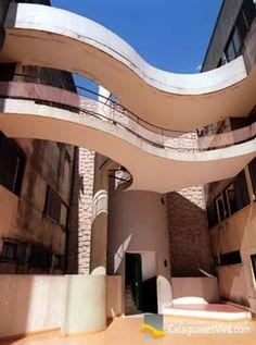 """Interior do prédio """"A Nacional"""", conjunto de apartamentos duplex, criados pelo arquiteto M.M.M. Roberto, na década de 1950."""