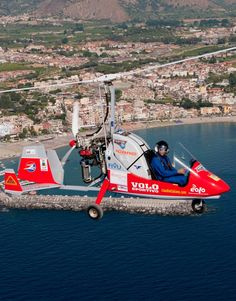 the longest non-stop gyro flight in the world. The flight time was 13 hours without interruption at a speed of 120 km / h and a distance of 1550 km air-line with a MAGNI M16 TANDEM TRAINER.