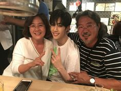 GOT7 Mark and his parents
