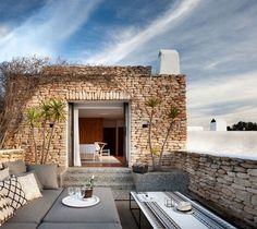 Средиземноморский стиль и традиции в интерьере дома на Ибице