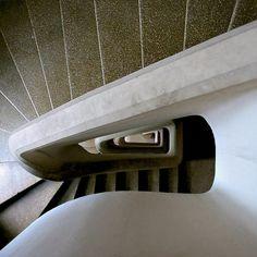 În jurul scării... - igloo.ro Marcel Iancu, Bucharest, Art-deco Alvar Aalto, Bucharest, Modernism, Art Deco, Marcel, Case, Buildings, Modern Architecture, Contemporary Architecture