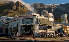 Sidewalk Café är en lokal favorit och klassisk restaurang i Kapstaden. Mansions, House Styles, Home, Decor, Decoration, House, Villas, Dekoration, Homes