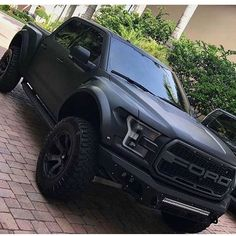 Credit to 📸 Ford. Credit to 📸 Ford. Ford Raptor Lifted, Black Ford Raptor, Raptor Truck, Ford Ranger Raptor, Ford Pickup Trucks, Lifted Ford Trucks, Jeep Truck, 4x4 Trucks, Corvette Cabrio