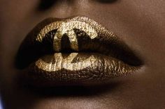 Every girl needs a little chanel, why not in the form of #gold chanel imprints #sephoracolorwash