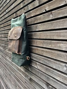 This daypack is especially designed for the days you want to travel light. Large enough to take all your necessities, not to bulky to take it everywhere with you. Made from Heavy weight waxed canvas in the colour forest green, with outside pocket in waxed leather The pack closes with