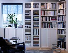 Combination avec vitrines, portes opaques en bas, tablettes aditionnelles + rajouts en haut. Top!