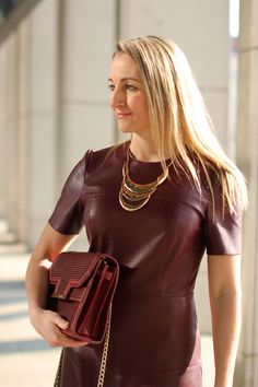 Marsala midi length leather dress, golden high heels & Marsala tote bag - Zara / golden statement necklace - H&M / Modeblog Österreich / Austrian fashion blog / blogger / Austrian personal style blog / street style / fashion trends spring summer 2015 / Modetrends Sommer Frühling 2015 / top trends 2015 / Pantone Farbe Jahr 2015 / pantone color year 2015 / dress code cocktail / Madonna Blogger Award