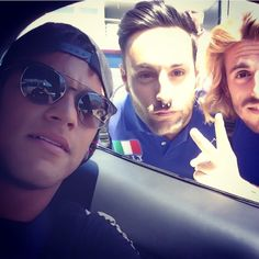""""""". @neymarjr with fans today  21/05/2015"""""""