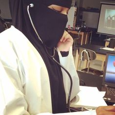 Niqab Does Not stop You from achieving your dreams! Hijabi Girl, Girl Hijab, Hijab Niqab, Mode Hijab, Hijab Dpz, Stylish Hijab, Niqab Fashion, Islam Women, Hijab Style