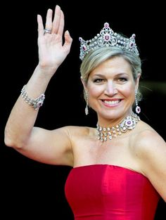 The Mellerio Ruby Parure consisting of a tiara, a necklace, bracelet and earrings. The set also has a brooch, but Queen Maxima left that one at home.
