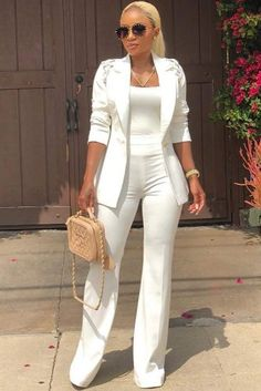 45 All White Outfits For The Ultimately Fresh Look We have a photo gallery that presents you 45 all white outfits for a truly fresh look. Check out how to wear nothing but white and look hot. White Pants Outfit, All White Outfit, All White Party Outfits, Business Outfits, Office Outfits, Work Outfits, White Outfits For Women, Clothes For Women, White Pant Suit Women