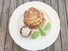 Hirselaibchen - Rezept - Krimserei Salmon Burgers, Muffin, Breakfast, Ethnic Recipes, Food, Whole Food Diet, Cooking, Food Food, Recipies