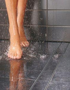 Douche drain Easy Drain voor tegelvloer. De douchegoot Easy Drain kan eenvoudig worden geplaatst in een tegelvloer. De tegels op de vloer kunnen gewoon doorlopen en er is geen onderbreking bij de inloopdouche. Easy Drain