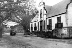 Kronendal Homestead, Main Road, Hout Bay 1910 | Flickr - Photo Sharing! Old Pictures, Old Photos, Vintage Photos, Cape Dutch, Dutch House, Cape Town South Africa, History Photos, Most Beautiful Cities, African History
