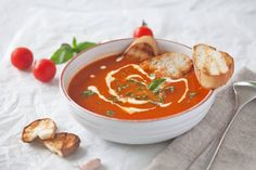 Tomato Soup from Fresh Tomatoes. Simply Amazing Tomato Soup made with fresh garden tomatoes. Just 15 minutes and a couple of ingredients to make it quick & easy! Healthy Food Blogs, Good Healthy Recipes, Unique Recipes, Vegetarian Recipes, Ethnic Recipes, Healthy Eating, Fresh Tomato Soup, Fresh Tomato Recipes, Quick And Easy Soup