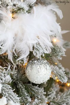 Glam Christmas Tree – The Best DIY Outdoor Christmas Decor Elegant Christmas Trees, Christmas Tree Themes, Christmas Party Decorations, Silver Christmas, Noel Christmas, Xmas Tree, Christmas Tree Ornaments, Christmas Wreaths, Christmas Crafts