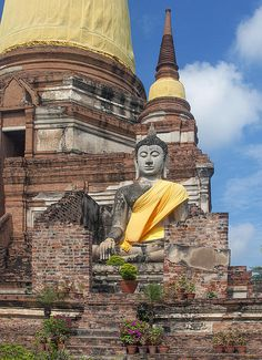 2005 Photograph, Wat Phra Chao Phya-Thai Buddha Image in Ruined Alcove. This one is on the right as you face the temple, Ayutthaya, Phra Nakhon Si Ayutthaya, Thailand, © 2014.  ภาพถ่าย ๒๕๔๘ วัดพระเชาไพยาไทย พระพุทธรูป ในซุ้มไม้ผุพัง อยุธยา พระนครศรีอยุธยา ประเทศไทย  This image is shown in the Earth-touching or Witness attitude with the right hand pointing toward the Earth; this is in witness to Buddha's triumph over Mara.