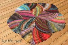Esta maravilha do crochê foi extraído de um site russo. É conhecido por tapete rugs e se você quiser ver a postagem original acesse        ...