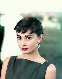 The lovely Audrey Hepburn! Audrey Hepburn Mode, Audrey Hepburn Photos, Audrey Hepburn Makeup, Classy Women, Classic Beauty, Beautiful Actresses, Old Hollywood, Movie Stars, My Idol