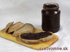 Chutná domáca nutela deťom na raňajky. Podávame natretú na pečive, čerstvom chlebe alebo vianočke. Môžeme ju použiť aj pri príprave koláčov alebo zákuskov.