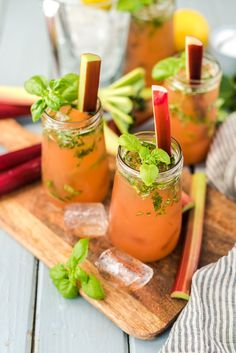 Rum Cocktail Recipes, Vodka Cocktails, Cocktail Drinks, Whiskey And Ginger Ale, Drink Menu, Vegetable Drinks, Summer Drinks, Smoothies, Limoncello