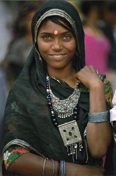 India | Woman from Rajasthan || Scanned postcard