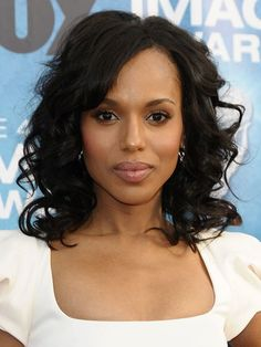 Kerry Washington's Allover Layers. Her new side-swept bangs and wavy layers are the ultimate frame for her face. The shaggy gradation can also add body to medium hair. Medium Hair Cuts, Medium Hair Styles, Curly Hair Styles, Natural Hair Styles, Beauty 101, Hair Beauty, Kerry Washington Hair, Wavy Layers, Hot Haircuts