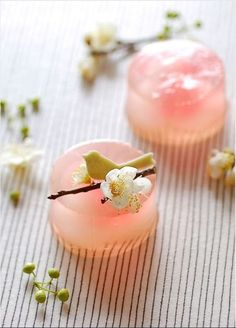 doublepudding Wagashi (和菓子) are traditional Japanese sweets Japanese Sweets, Japanese Wagashi, Japanese Dishes, Japanese Candy, Japanese Food Art, Japanese Rice, Cute Desserts, Dessert Recipes, Spring Desserts