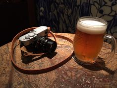 Cheers! (Eddie's Figosa strap from UK mounted on Leica) #figosa #camerastrap #madeinitaly #leica