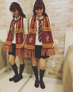 Lots of inspiration, diy & makeup tutorials and all accessories you need to create your own DIY Harry Potter Hermione Granger Costume for Halloween. Hermione Granger Halloween Costume, Hermione Cosplay, Hermione Costume, Harry Potter Cosplay, Pair Costumes, Group Halloween Costumes, Group Costumes, Halloween Outfits, Costumes For Women