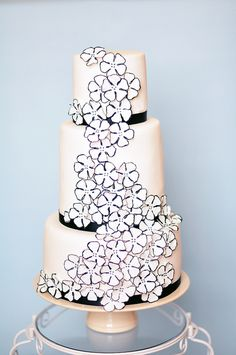 Black & white wedding cake.