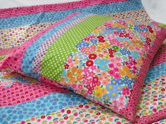 i love its colours, flowers and polka dots   Bettwäsche